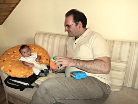 Bermain sambil Belajar Bersama ayah saat Menyenangkan buat Bayi