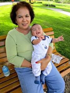 Ketawanya Benjamin sedikit menghilangkan kekesalan saya. Senyum mamaku juga menyejukkan hati uhuy. Benjamin girang bangettt. Sebel Banget Komentar Blog tidak Muncul
