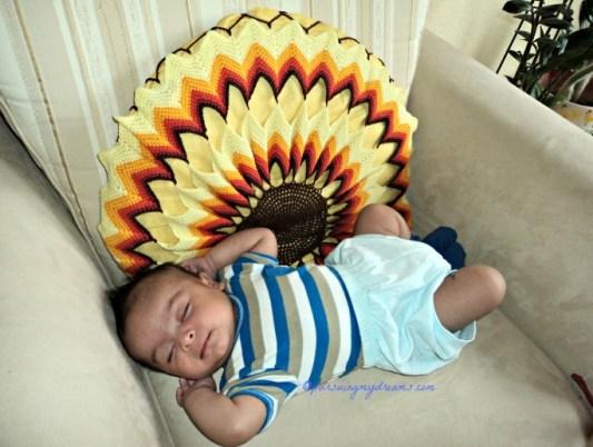 Dipotret om GJ dari Belanda. Saat bayi tidur nyenyak, pertumbuhan otaknya berjalan maksimal kelak jadi anak cerdas. Ben usia 1,5 bulan. 30.08.2014