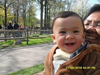 Senyum girang Benjamin setelah lihat dan pegang kambing