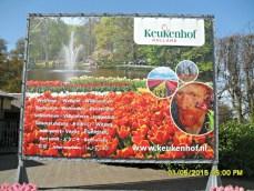 Papan selamat datang Keukenhof. Ada bahasa Indonesianya juga ya iyalah turis Indonesia buanyak banget