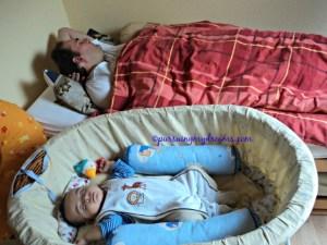 Benjamin tidur siang bareng bapaknya, Ben setelah imunisasi pertama badan Ben bukan panas melainkan jadi dingin