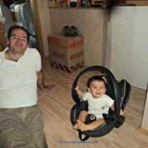 Senyum kompak ayah dan anak. Benjamin setelah timbang badan pakai baby seat. Ben 13,5 bulan 24.08.2015