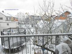 Salju di balkon