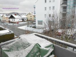 Pemandangan Salju dari balkon depan