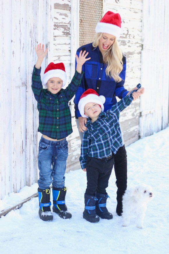 How To Save Time and Money During the Holiday Season - Family Photos - save time money holidays
