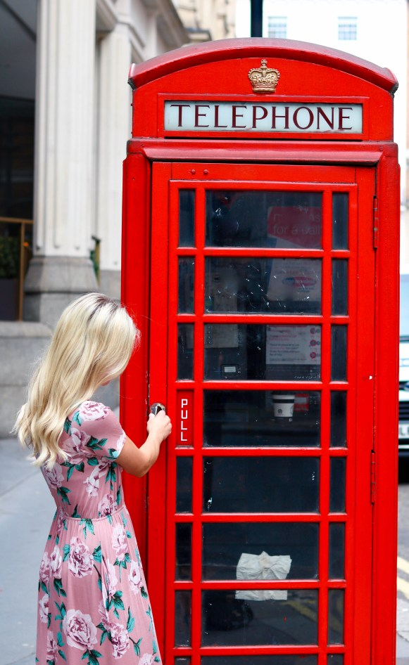 Instagrammable London, UK - Telephone Booth - where to take photos when traveling in London