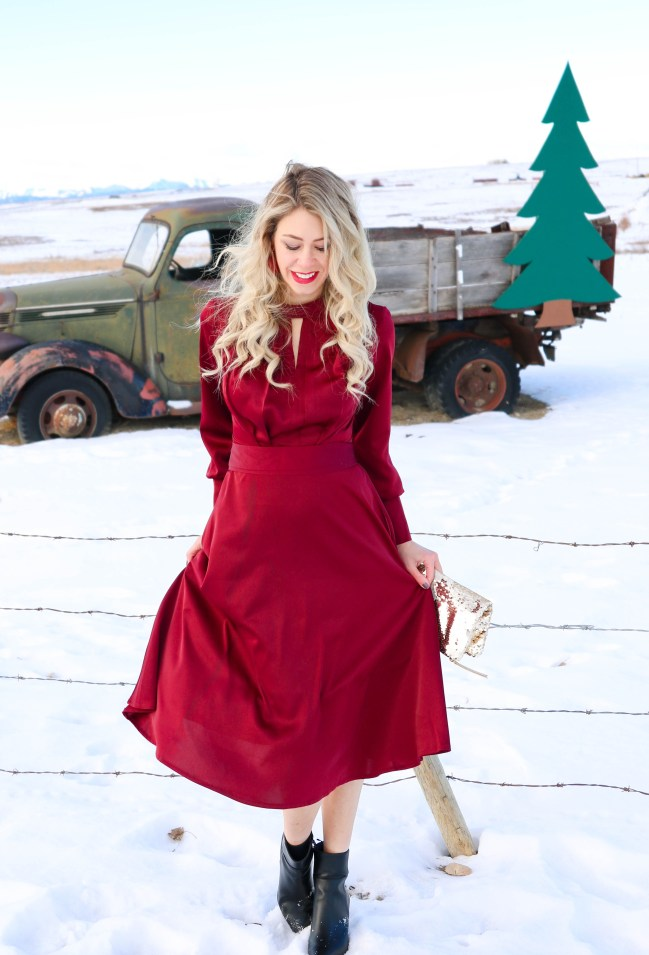 How long it takes to create ONE Instagram Photo plus holiday outfit and photography ideas with this red satin dress from Chicwish!