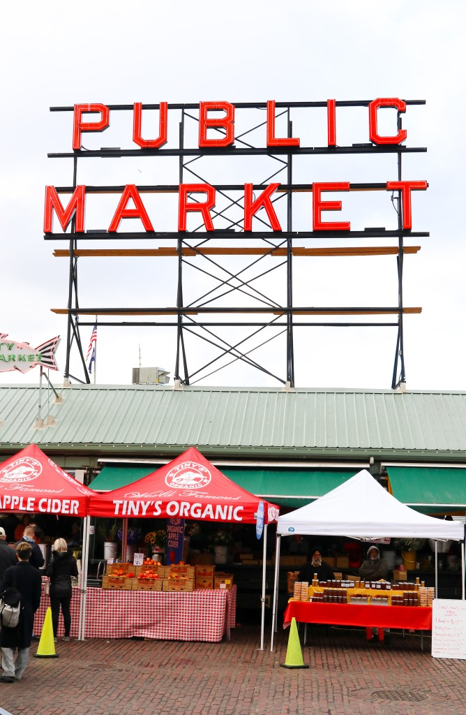 Pike Place Market Instagram Photo ideas - travel Seattle