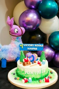 Fornite Party decoration ideas - cake and balloon decorations - Fortnite themed birthday