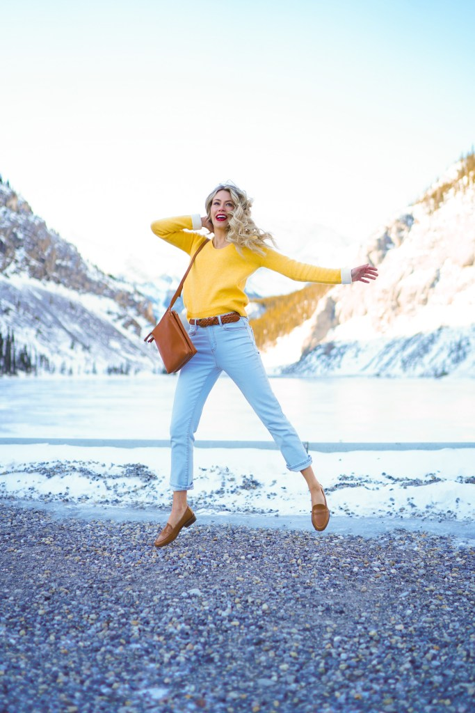 Spring in Alberta - Rocky Mountain landscape, outfit from Joe Fresh. Spring trends so 2020 #ootd #outfitideas #ooutfit #canada #alberta