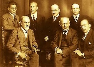 Freud (seated left) and other psychoanalysts, 1922.