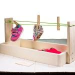 giocattolo montessori stendino da tavolo con oggetti appesi con mollette