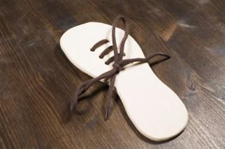 Giocattoli di legno - Impara ad allacciare la scarpa