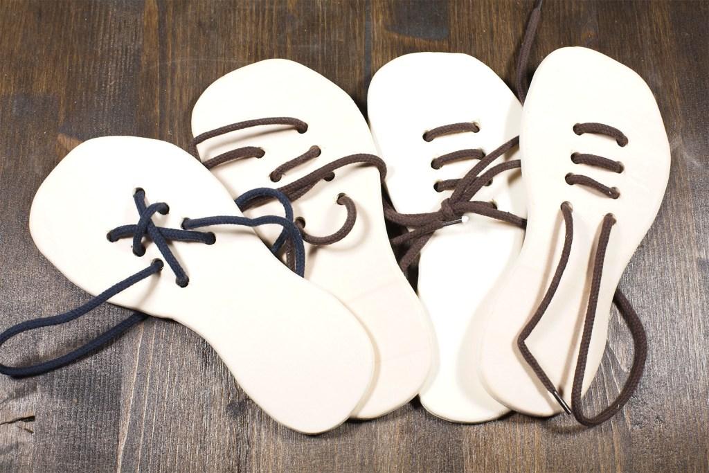 Giocattoli di legno - Scarpe coi lacci