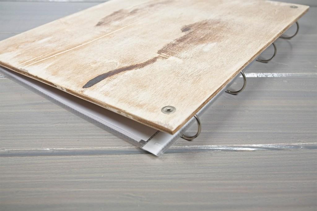 Sparagno - Portamenu in legno per buste in plastica A4