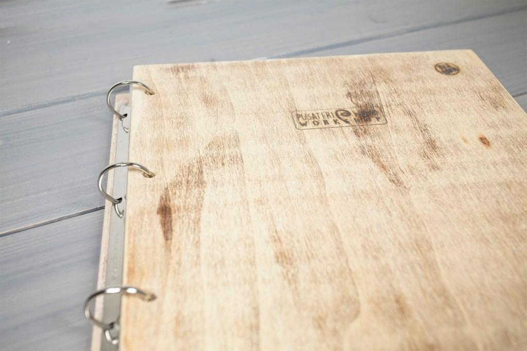 Sperone - Portamenu in legno per buste A4
