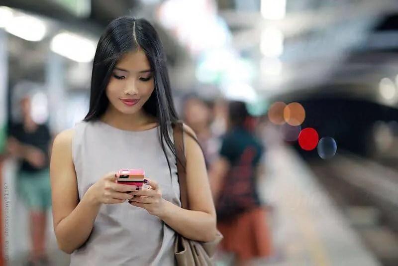 woman-texting.jpg