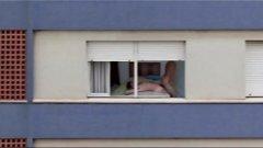 Vizinha safada fudendo de janela aberta depois da praia