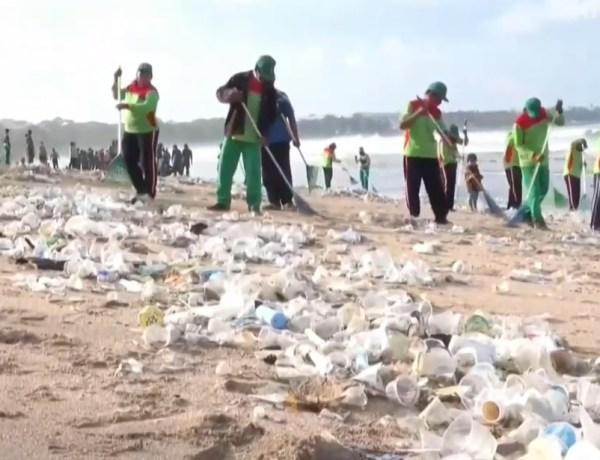 Plaže Balija prekrivene plastikom