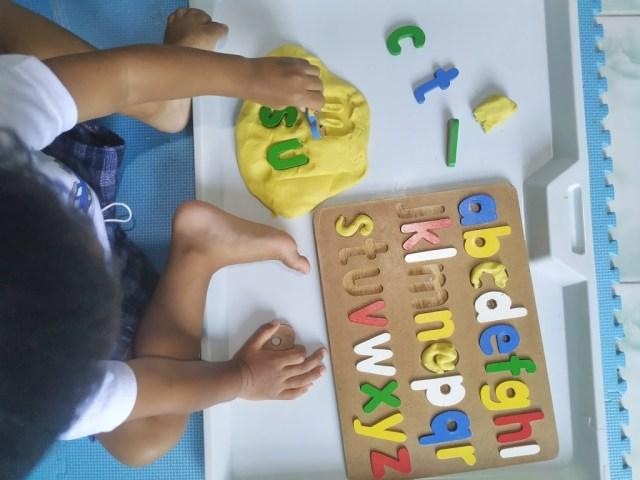 MONTESSORI AT HOME; DIY Membuat Playdough Serta Beragam Cara Memainkannya