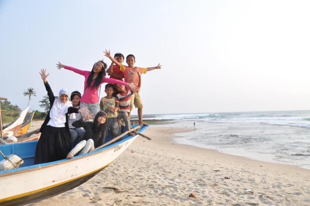 Keluarga Baru di Desa Cantik Sawarna