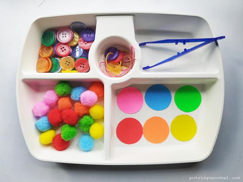 Salah satu kegiatan sorting colors yang sudah saya display dan siap dimainkan
