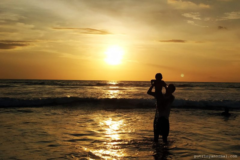 Ayah ajak Raka lihat sunset
