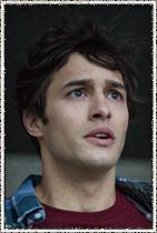 """Alexander Koch como James """"Junior"""" Rennie. Filho perturbado de Big Jim."""