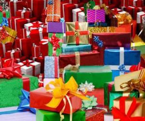https://i0.wp.com/www.puzzlepuzzles.com/imatjes/pile-of-christmas-gifts-w_4ae801e372b91-p.jpg