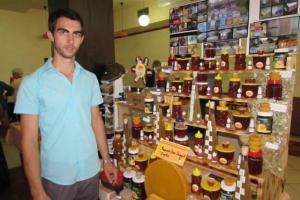 Najmlađi pčelar u Crnoj Gori: Odricanje i 14 sati rada recept za uspjeh