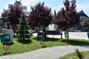 """Izložba polaznika radionice slikanja """"Moj svijet boja"""" na Trgu 13. jul"""