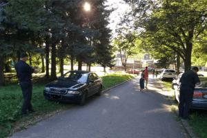 Komunalna policija aktivna u kažnjavanju građana Pljevalja koji svoje automobile parkiraju na zelenim površinama