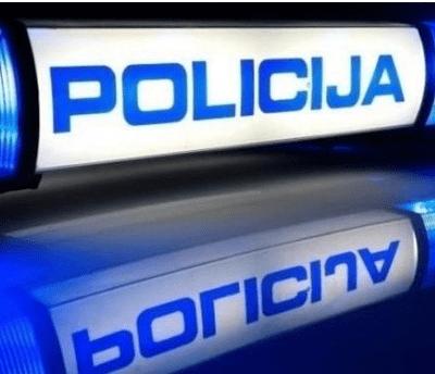 POLICIJSKA POTJERA U HRVATSKOJ – Kombi sa migrantima završio u rijeci, poginula jedna osoba