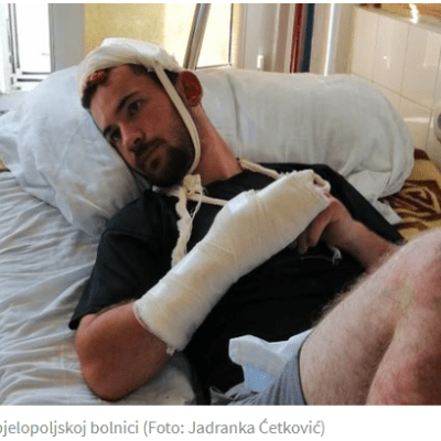 Palicom mu slomili ruku i nogu