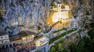 SVETINJA: Kada krenete put manastira OSTROG, ova pravila se MORAJU POŠTOVATI