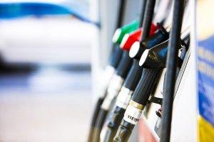 Benzin od ponoći jeftiniji tri centa