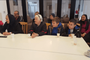 """Članovi Volonterskog kluba o.š """"Boško Buha"""" posjetili J.U """"Dom starih"""" u Pljevljima"""