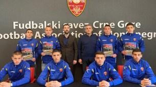 Kristijan Ernec stipendista Fudbalskog saveza CG