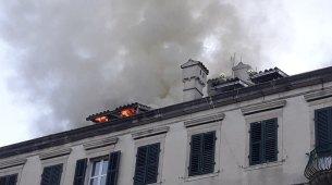 Izgorjela dva stana u centru Kotora, povrijeđeni vatrogasci