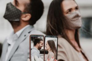 Nesvakidašnje vjenčanje u Podgorici: Sudbonosno da izgovorili uprkos koroni, porodica pratila preko video poziva