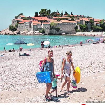 NA LETOVANJE OD SREDINE JUNA – Grčka je otvorila vrata Srbiji i turistima iz još pet zemalja, a evo gde će još biti moguće PUTOVATI