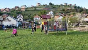 Privrednik Jasmin Ajanović opremio dječije igralište u Ševarima