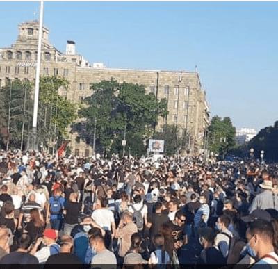Protesti u Beogradu, policija bacila suzavac