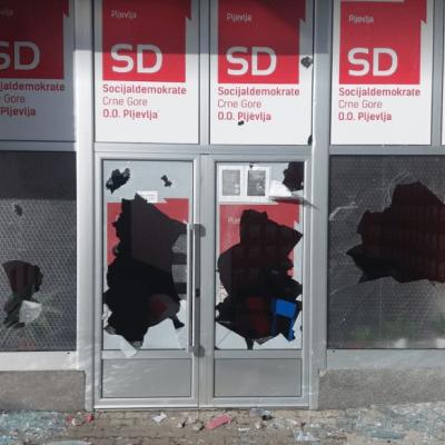 U Pljevljima kamenovane prostorije DPS-a i Socijaldemokrata