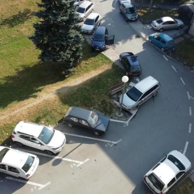 Plaćaju parking, a drugi se parkiraju