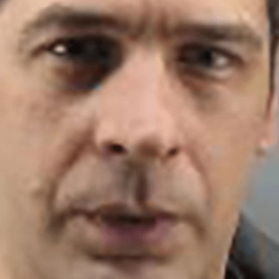 IAKO RANjEN, POKUŠAO DA SAVLADA LOPOVA: Kradljivac nije prestajao da ga ubada dok je ležao krvav-poznato stanje novosadskog inspektora