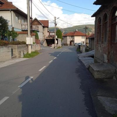 NAJDUŽA ULICA U PLJEVLJIMA NEMA NI METRA TROTOARA: Ulica Oslobođenja nebezbjedna za pješake