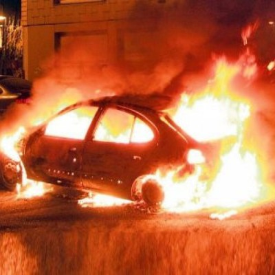 "U Nikšiću zapaljen automobil aktivisti ""Demokrata"" – video"