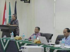 Prof Syafiq A Mughni (di mimbar) memberikan tausiyah dalam rapat dosen UMSIDA. (Foto: Dian)